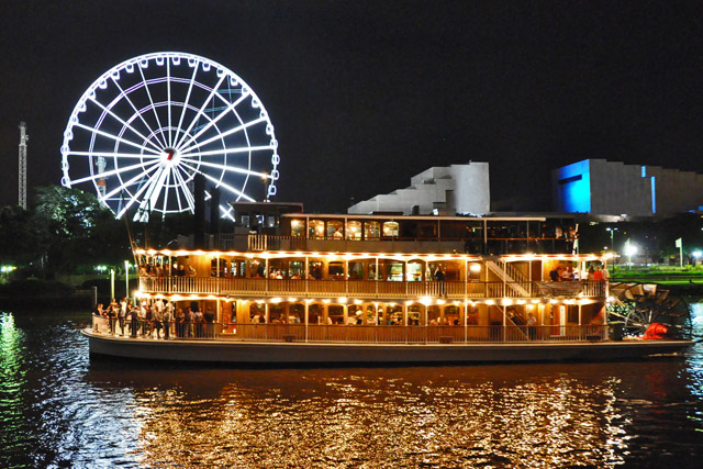 Kookaburra Queen II at night, wheel of Brisbane, southbank