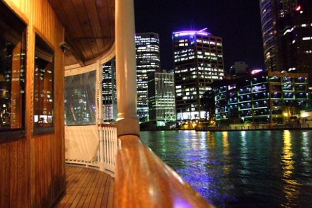 dinner-cruise-with-brisbane-night-light