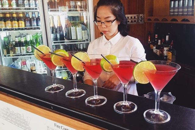 red-cocktails-on-kookaburra-queens